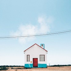 "Photographer's mobile phone captures the unique ""lonely hut"" on Inspirationde"