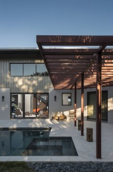 Interstruct, Inc. Turned a Former Parking Lot into a Warm and Modern Home on Inspirationde