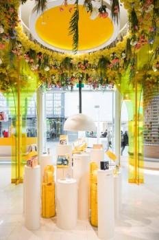 Glamshops visual merchandising & shop reviews - L'Occitane Shop interior concept