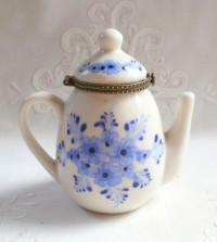 Toile & Transferware / Pitcher-Shaped Porcelain Trinket Box with Blue and Periwinkle flowers offered by AGildedNest,